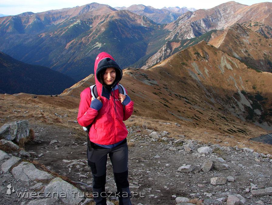 Kaptur wiatrówki po założeniu wygląda jak czepek, ale z moim hoodiem komponuje się idealnie :)