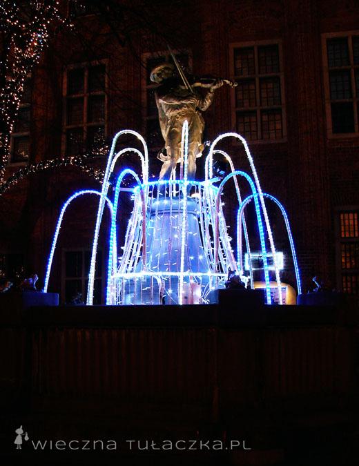 Flisak również doczekał się świątecznej iluminacji i zapewne wygrywał na skrzypcach kolędy :)