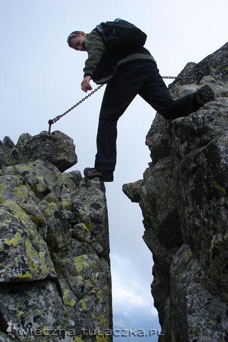 Mały krok dla człowieka, ale wielki krok dla lansu ;)   Słynną szczelinę, można obejść od dołu - i przy okazji cyknąć lansiarską fotę :P