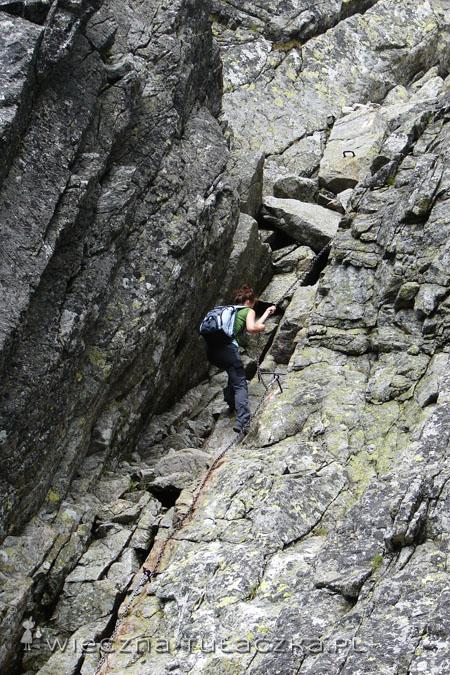 Tutak widać, że skała nie jest do końca pionowa i spokojnie można się po niej wdrapać z pomocą łańcucha.