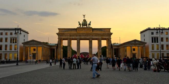 BERLIN – Unter den Linden, Bebelplatz, Gendarmenpmarkt i Brama Brandenburska