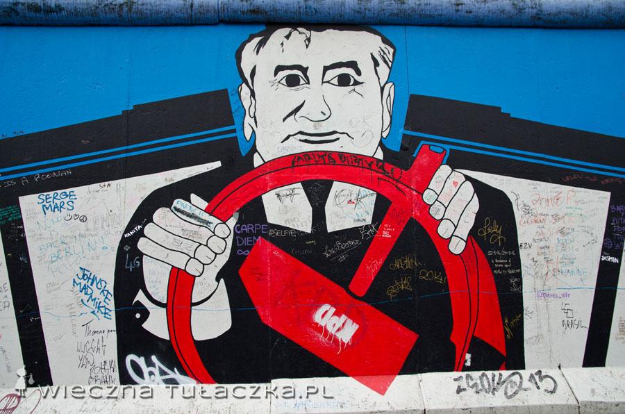 Jest też Michaił Gorbaczow, którego reformy przyczyniły się do upadku ZSRR i tym samym muru berlińskiego.