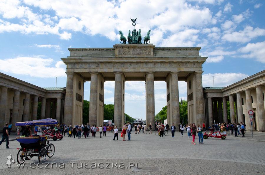 Brama Brandenburska wzorowana jest na greckiej bramie zwanej Propyleje, znajdującej się na Akropolu.