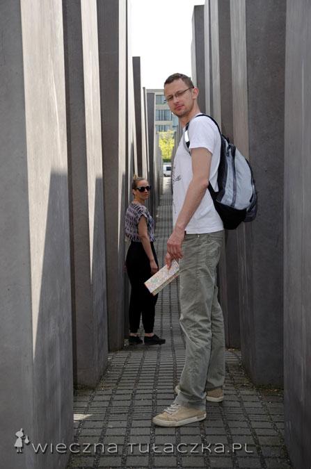 Karolina i Tomek w labiryncie kolumn