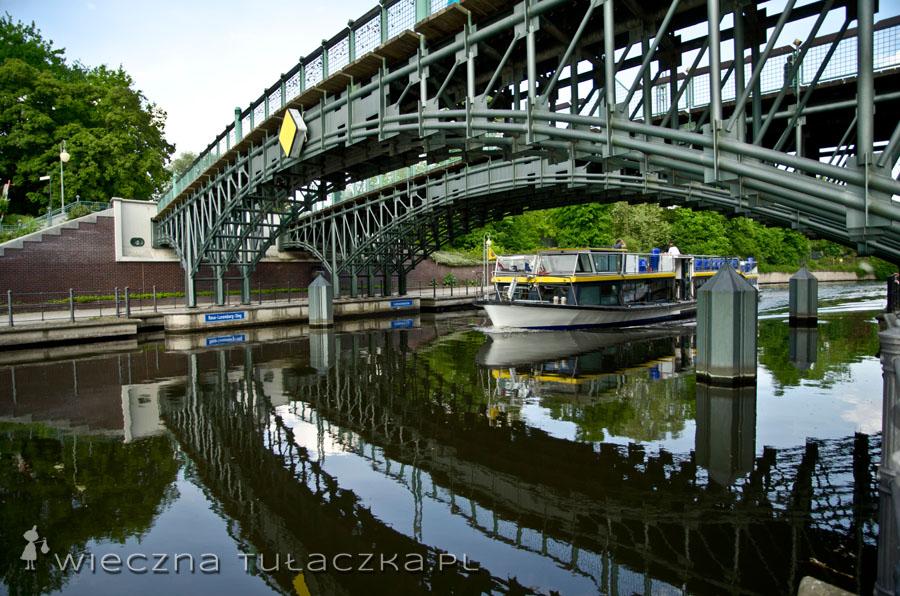 Poprzez most Lichtensteinbrücke dochodzimy na Budapesterstrasse...