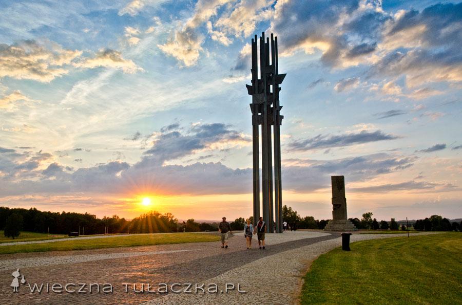 Na Wzgórze Pomnikowe trafiamy o zachodzie słońca :)