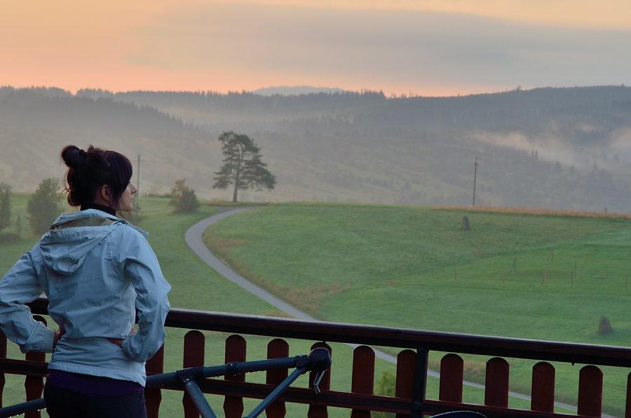 Namiętnie wpatruję się w Tatry, dobrze że chociaż z balkonu udawało nam się je podziwiać ;) Fot. Robert VS