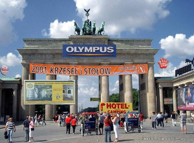 Odnoszę wrażenie, że gdyby Brama Brandenburska znajdowałaby w Polsce, to wyglądałaby tak...