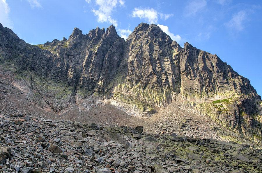 Przełęcz Stolarczyka, Papirusowe Turnie oraz Czarny Szczyt