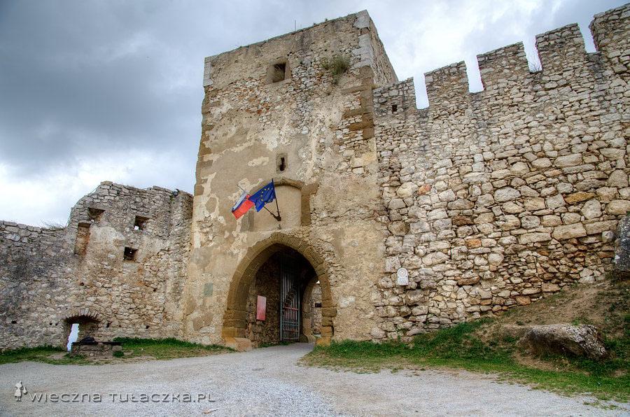 Spiski Zamek - gotycka brama z XV wieku