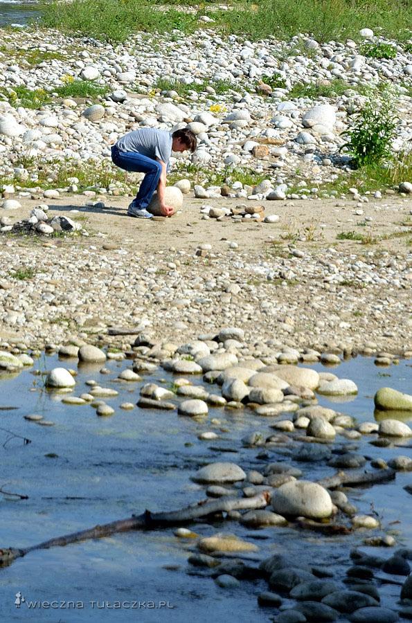 Paweł kolekcjonuje kamienie z całego świata. Kuba próbuje zdobyć najładniejszą pamiątkę z Przełomu Białki :D