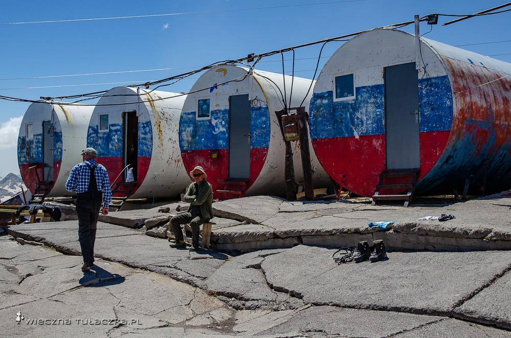 Beczki na Elbrusie