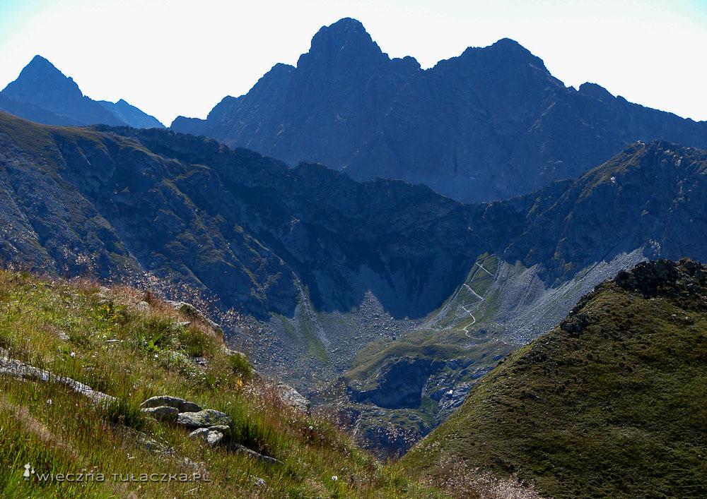 Szpiglasowa Przełęcz, widok ze szlaku na Zawrat
