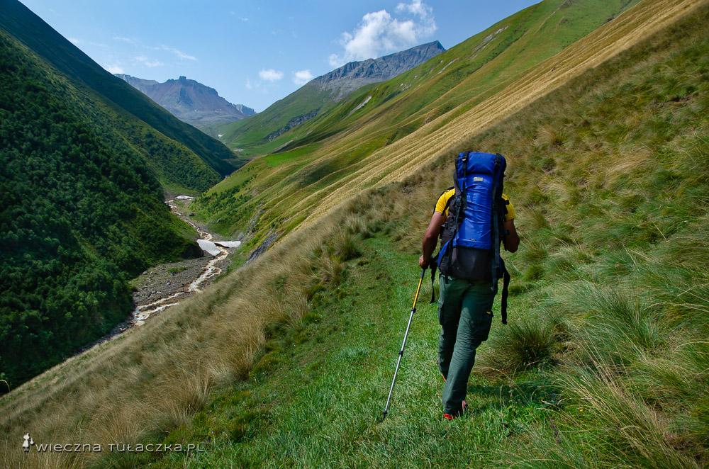 Początek trekkingu na Kelicadi