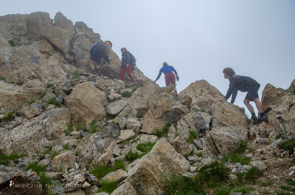 Khustup, opis drogi na szczyt