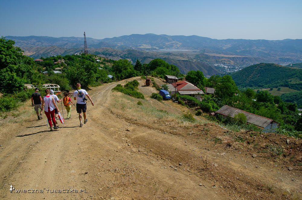 Droga pod górę Khustup