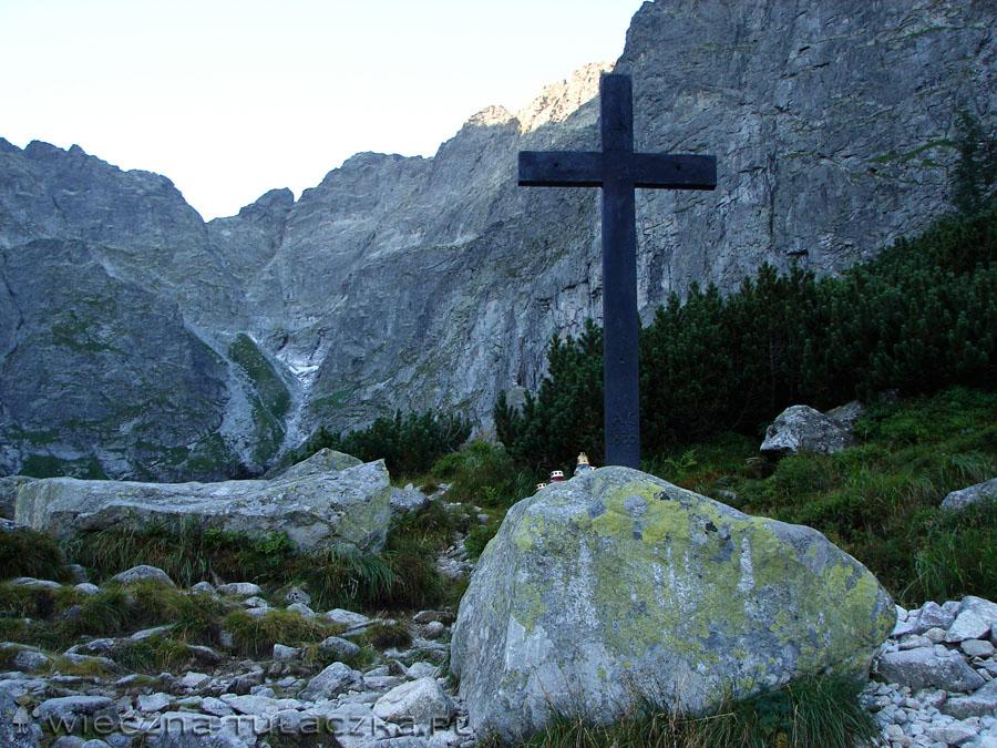 Krzyż nad Czarnym Stawem
