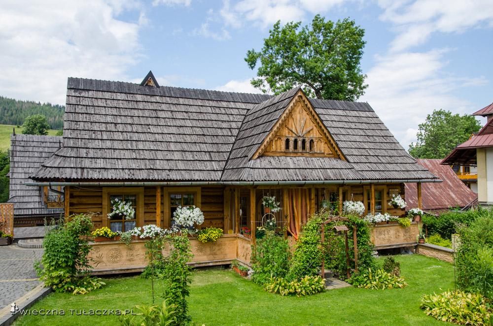 Jedna z zabutkowych chat na Kościeliskiej