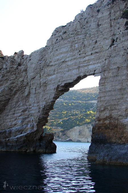 skalny łuk Keri