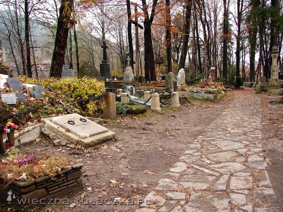 magiczny cmentarz