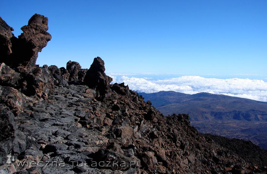 Ścieżki pod szczytem są wyłożone kamieniami. Jedyna trudność to rzadkie powietrze!