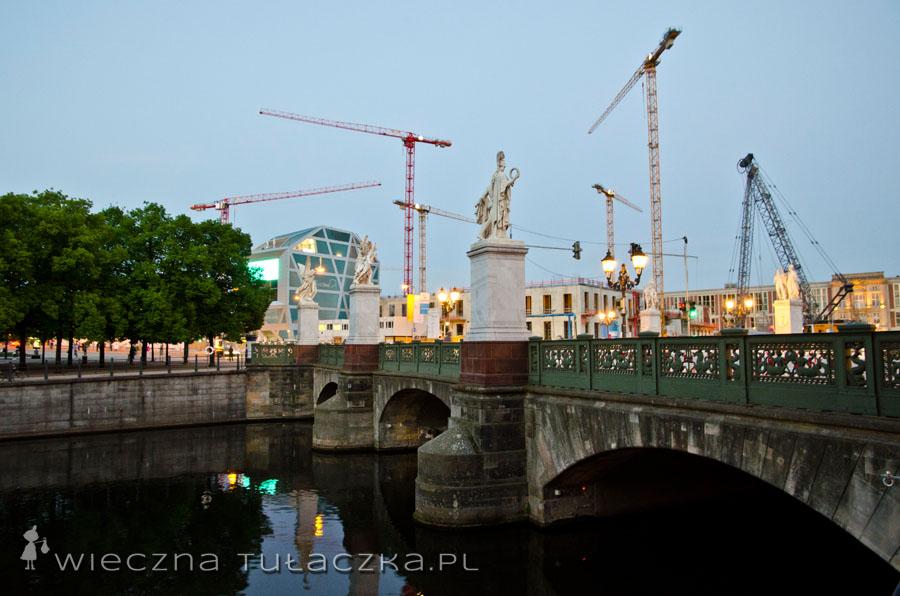 Schlossbrücke i dźwigi ;)