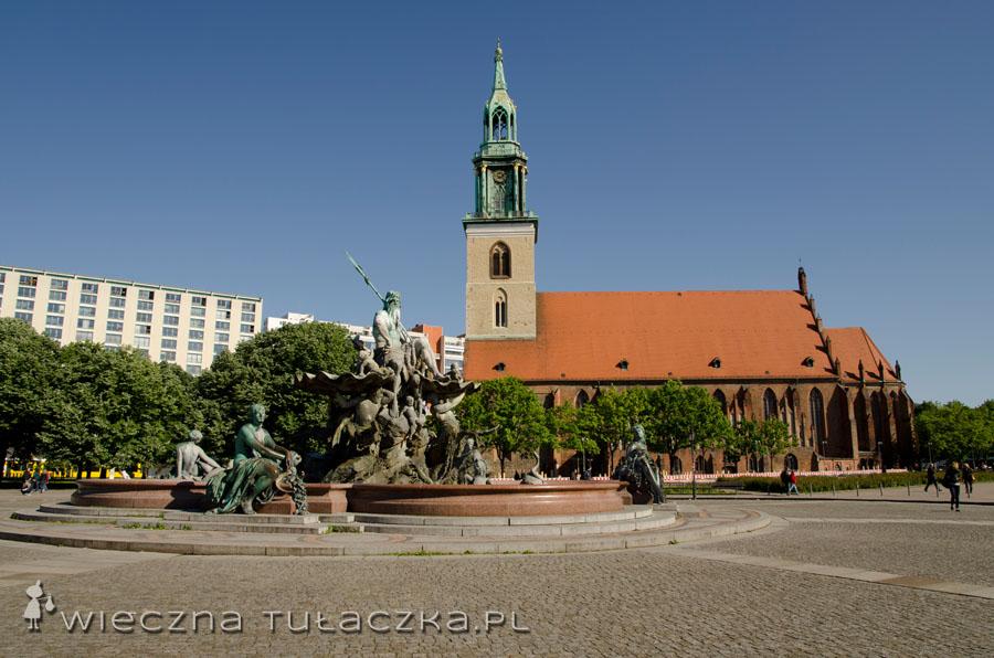 Marienkirche i Neptunbrunnen