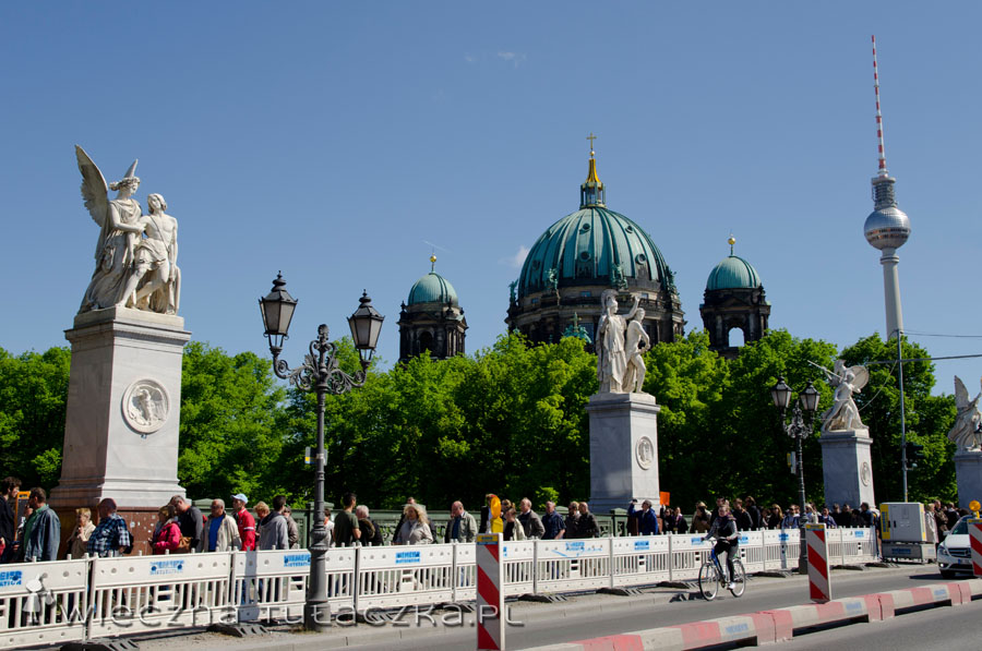 Katedra berlińska i Kula Szpiegula (wieża telewizyjna) z Mostu Zamkowego