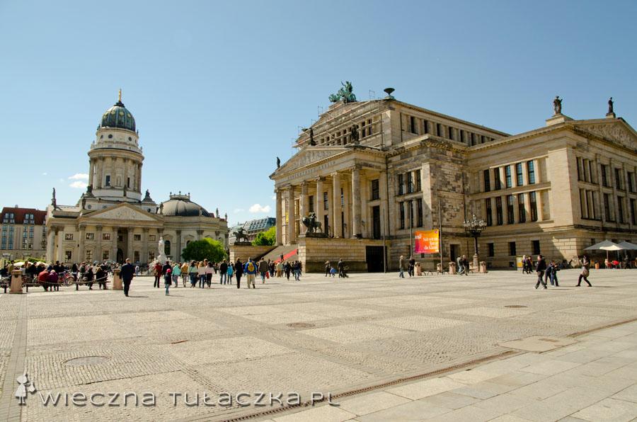 Plac Gendarmenmarkt - kościół niemiecki i Dom Koncertowy