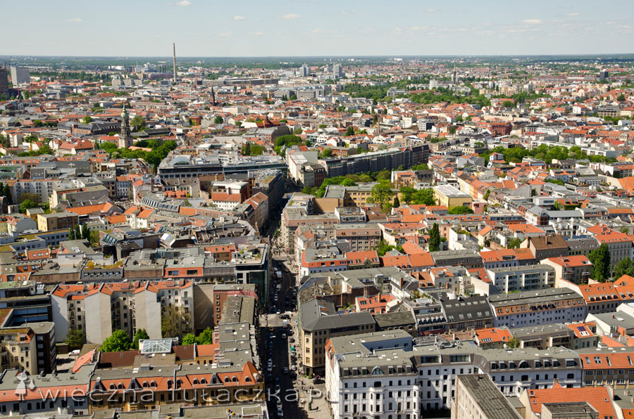Typowe obrazek dla miasta: kamienice i bloczki poupychane gdzie się da ;)