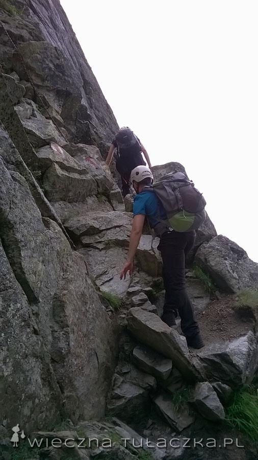 W tym miejscu Orla Perć ucieka w górę, jednak to nie koniec trudności na żółtym szlaku.