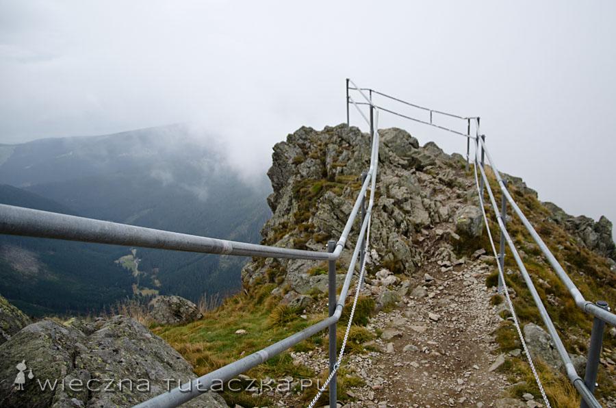 Jeden z punktów widokowych w drodze na szczyt.