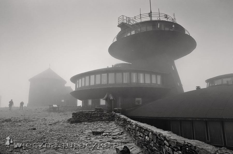Kaplica św. Wawrzńca i Wysokogórskie Obserwatorium Meteorologiczne na Śnieżce