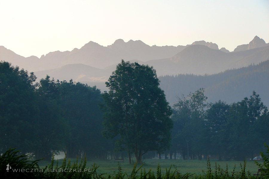 Wycieczka rozpoczęła się piękną panoramą Orlej Perci (z Kościelcem gratis, po prawej). A wiecie skąd taki widok? Z Równi Krupowej! :D