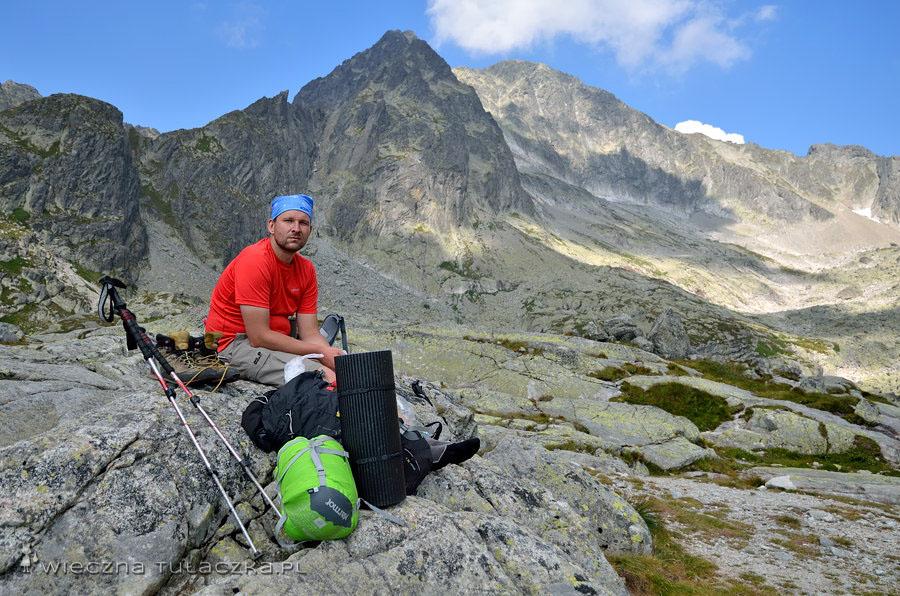 Dolina Pięciu Stawów Spiskich - widok na Pośredni Lodowy Kopiniak, Lodowy Szczyt i Śnieżny Szczyt