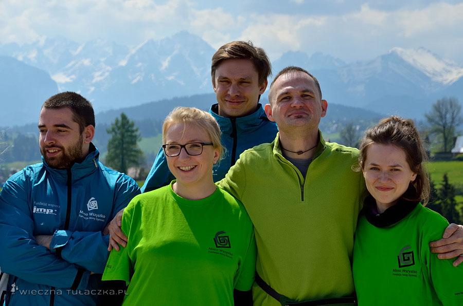 Paweł z wolontariuszami
