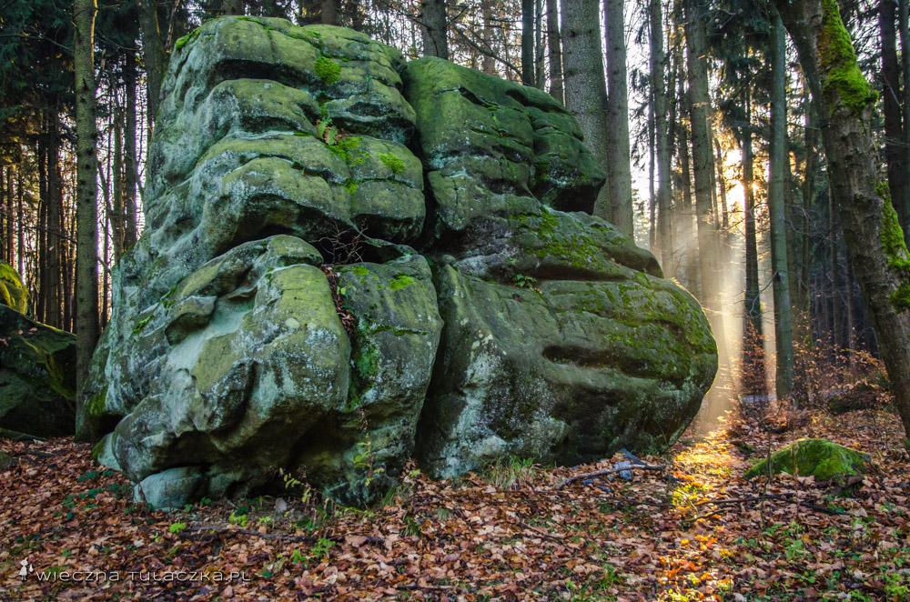 Kamień Popielny, na czerwonym szlaku
