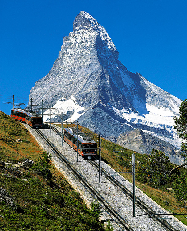 Kolejka na Gornergrat, w tle Matterhorn