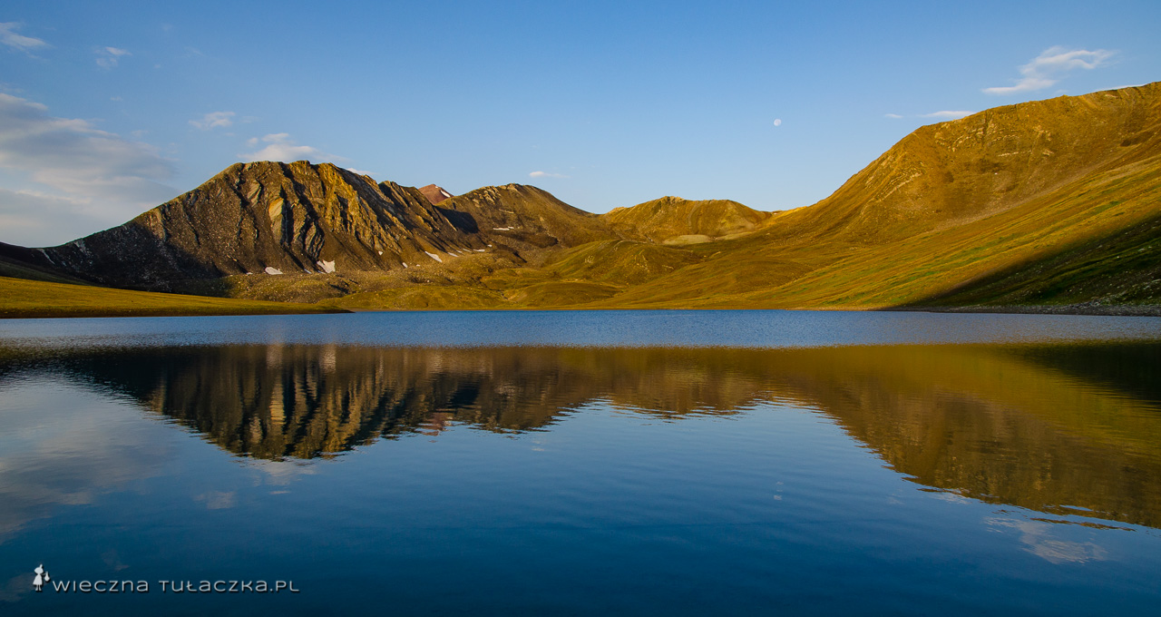 Kelicadi, opis trekkingi nad jezioro
