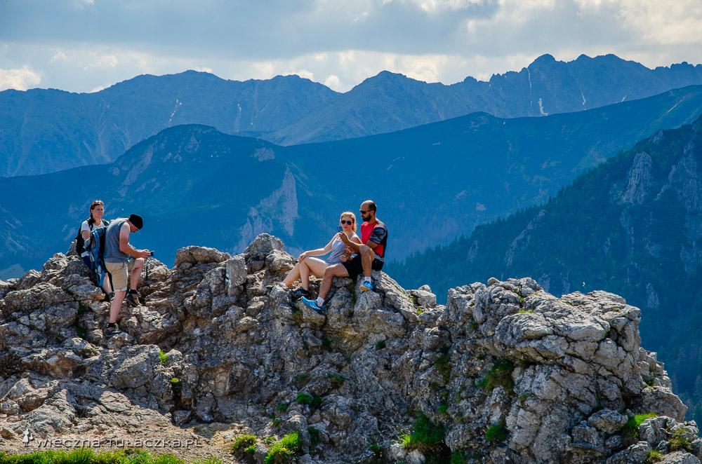 Sarnia Skała w Tatrach, opis szlaku